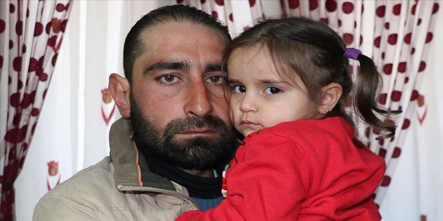 Hamile eşi ve oğlu öldürülen baba kızıyla teselli buluyor