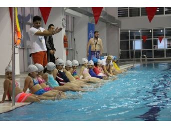 Kocaeli Büyükşehir'in Yüzme Eğitimleri Başladı