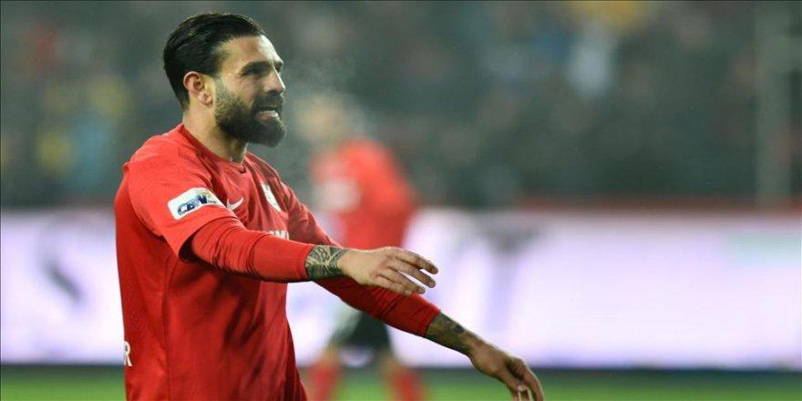 Gaziantep FK, haksız kararla cezalı olduğuna inandığı Kenan Özer'e hak edişlerini ödeyecek