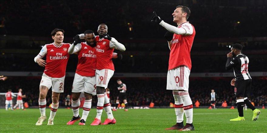 İngiltere Premier Lig'de oynanan maçta Arsenal, sahasında Newcastle United'ı 4-0 mağlup etti.