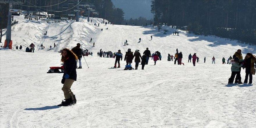 Cıbıltepe Kayak Merkezi'nde hafta sonu yoğunluğu