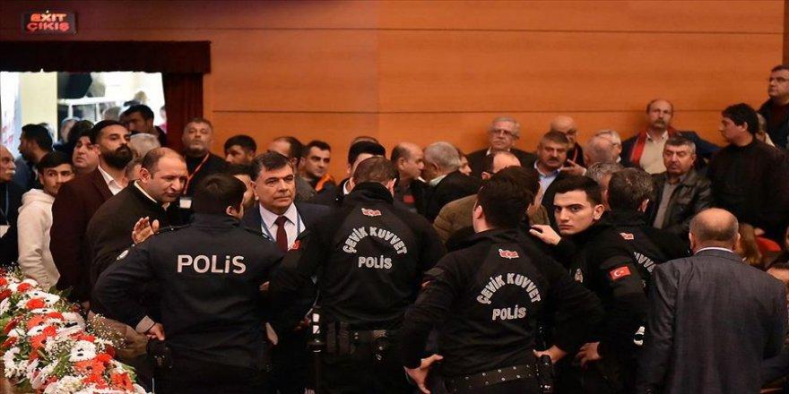 CHP Mersin 37. Olağan İl Kongresi'nde gerginlik