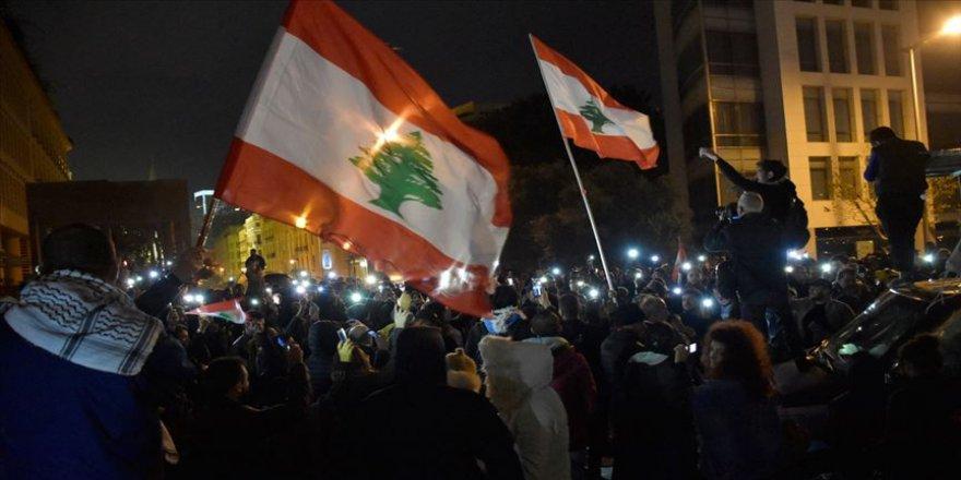 Lübnan'da gösterilerde yaralanan kişinin ölümü protestoları yeniden başlattı