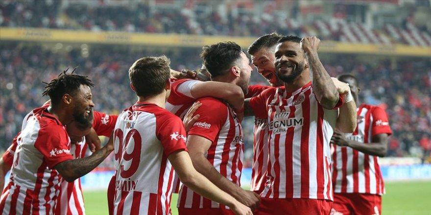 Antalyaspor evindeki 7 maçlık galibiyet hasretini sonlandırdı