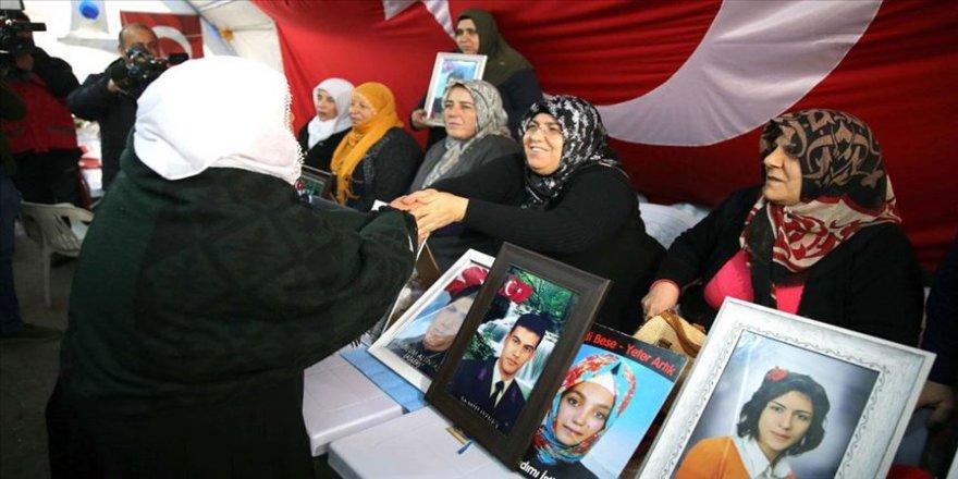 Evlatlarına kavuşma sevincini Diyarbakır anneleriyle paylaştılar