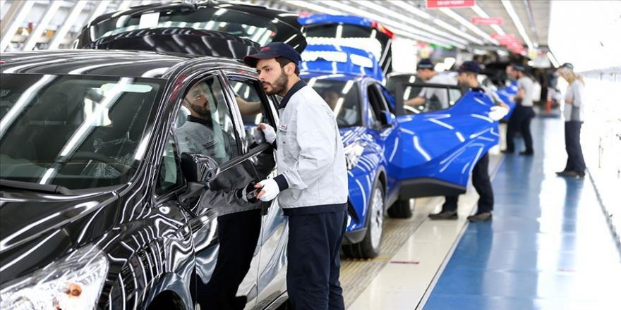 Sıfır otomobiller banttan inmeden satılıyor