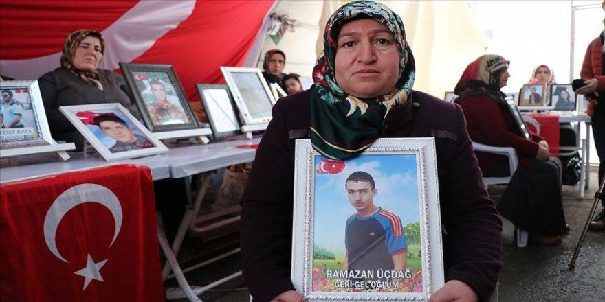 Diyarbakır annesi Üçdağ: Evladımı benden koparıp götürdüler. 600 yıl da geçse gitmeyeceğim