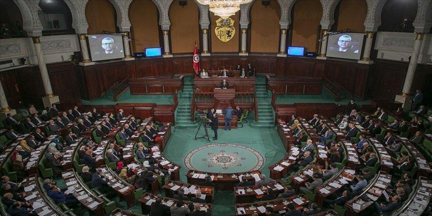 Tunus'taki Nahda Hareketi Partisi hükümet krizinden zaferle çıktı