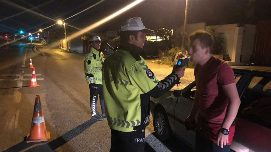 Trafikte alkol denetimine takılan 1525 sürücüye ceza kesildi