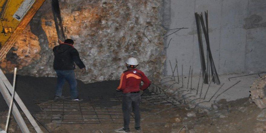 İnşaat temeli kazısında toprak kaydı: 1 işçi yaralı