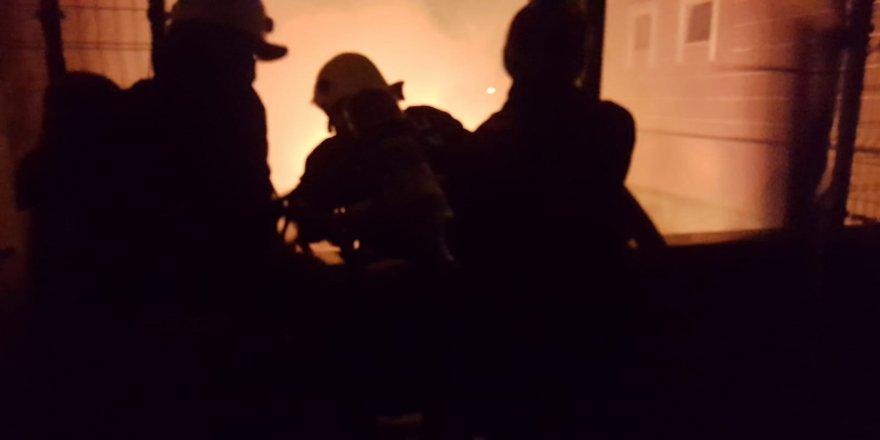 Gebze'de binanın kalorifer dairesinde yangın