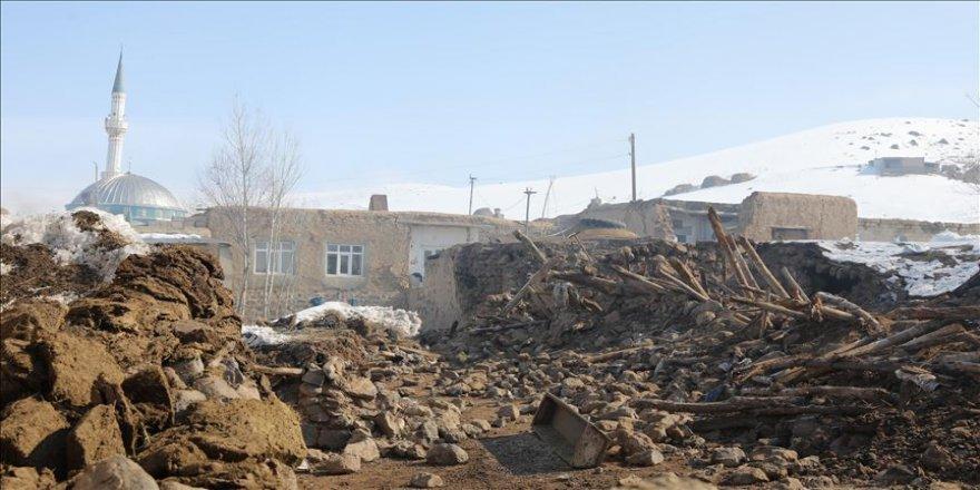 Başkale'deki depremde hayatını kaybedenlerin sayısı 10'a yükseldi