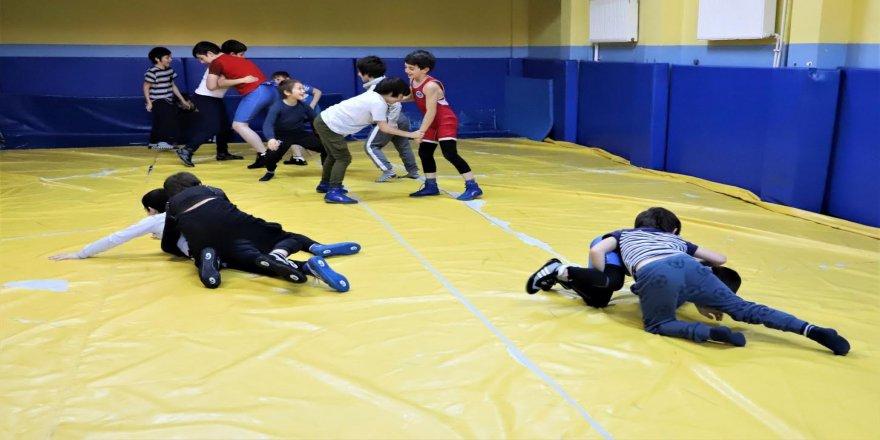 Ata Sporu güreşi sevdiriyor