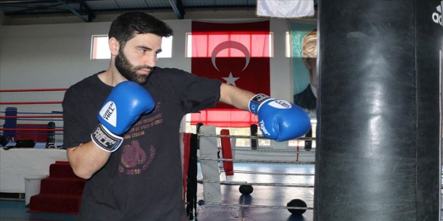 Babası ve ağabeyinin boksta yarım kalan hayalini gerçekleştirmek istiyor