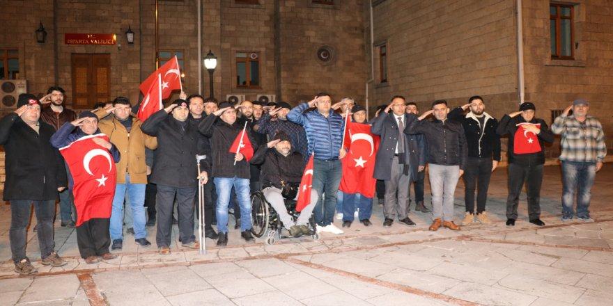 Nevşehir ve Isparta'da vatandaşlardan Mehmetçiğe destek