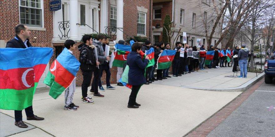 Ermenistan'ın Washington Büyükelçiliği önünde Hocalı Katliamı protesto edildi
