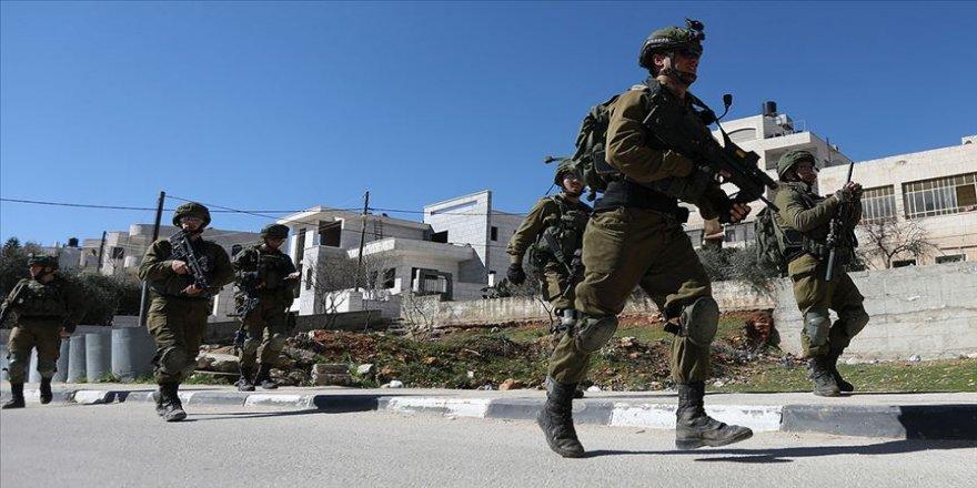 İsrail aralarında Hamas yöneticilerinin de bulunduğu 15 Filistinliyi gözaltına aldı