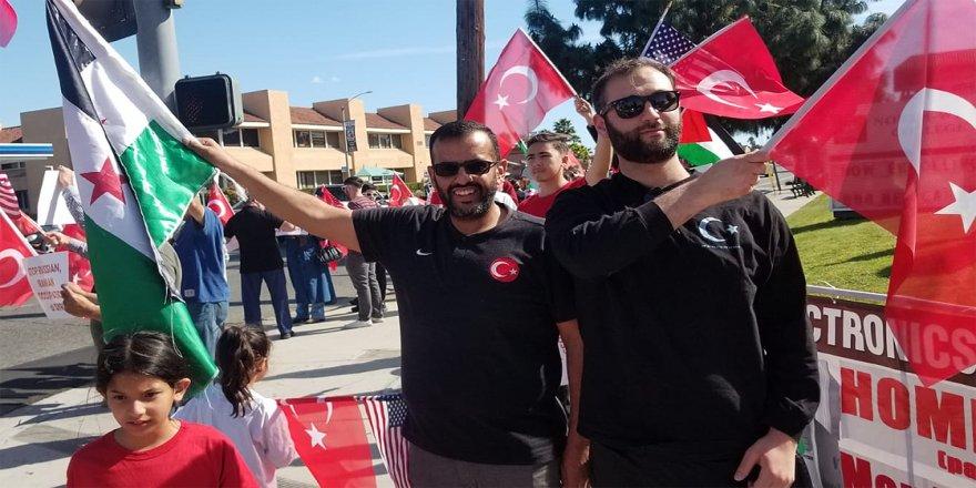 Los Angeles'ta İdlib'deki Türk askerlerine destek gösterisi
