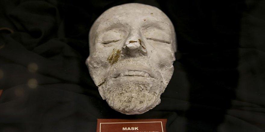 İstiklal Şairi'nin 'binbir manalı' maskı Şahsi Eşyalar Sergisi'nde