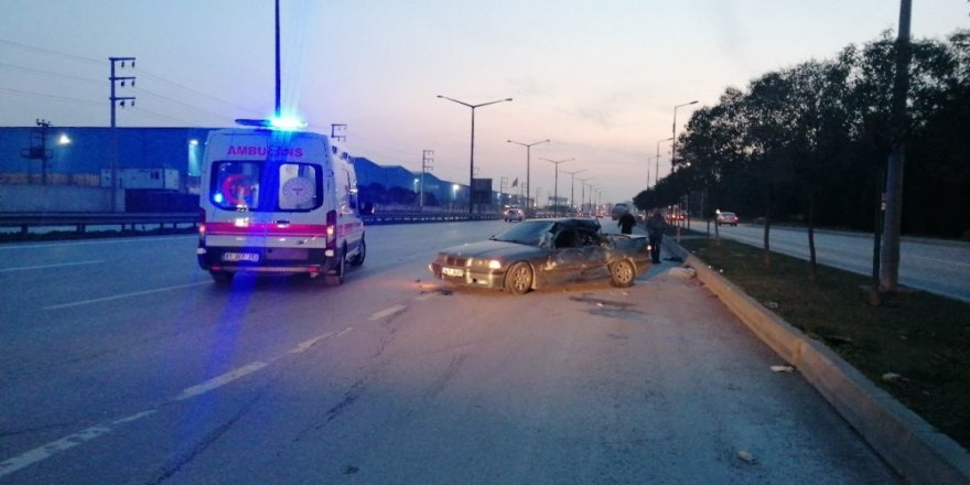 Gebze'de tıra arkadan çarpan sürücü yaralandı