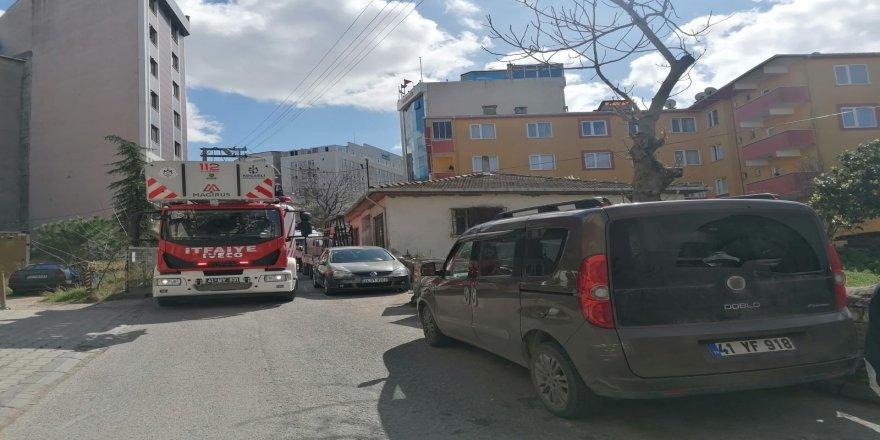 Gebze'de baca yangını korkuttu