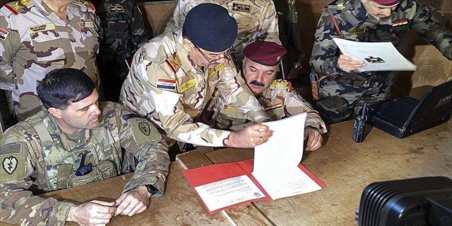 ABD askerlerinin çekildiği Irak'taki Kaim Üssü'nde devir teslim töreni düzenlendi