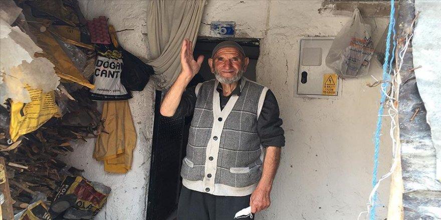 'Yasaktan haberim yok' diyen İbrahim dedenin ihtiyaçlarını belediye ekipleri karşıladı