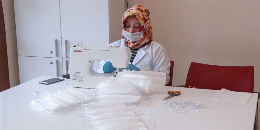 Gaziosmanpaşalı kadınlar günde 2 bin maske üretiyor