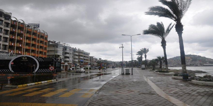 Turizm merkezlerinin sahil ve plajları koronavirüs tedbirleri nedeniyle en sakin günlerini yaşıyor