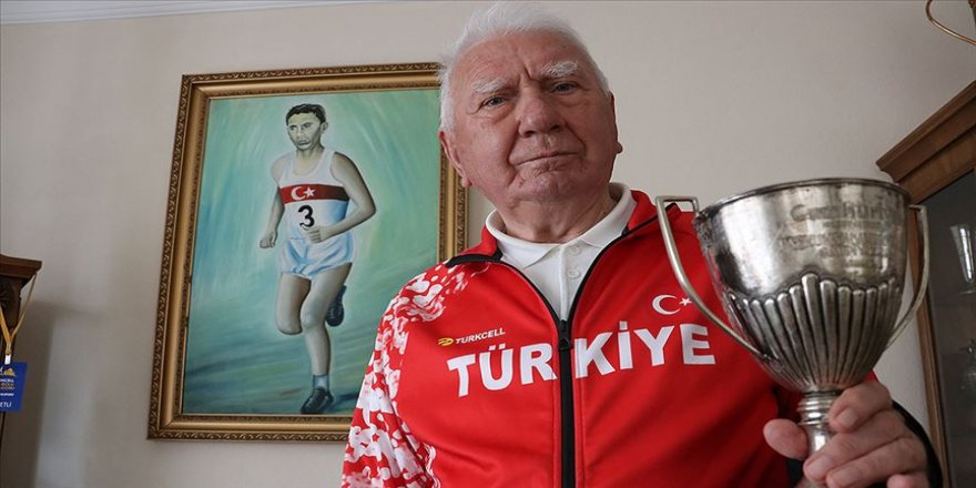 'Türk atletizminin efsanesi' evde spor yaparak zaman geçiriyor