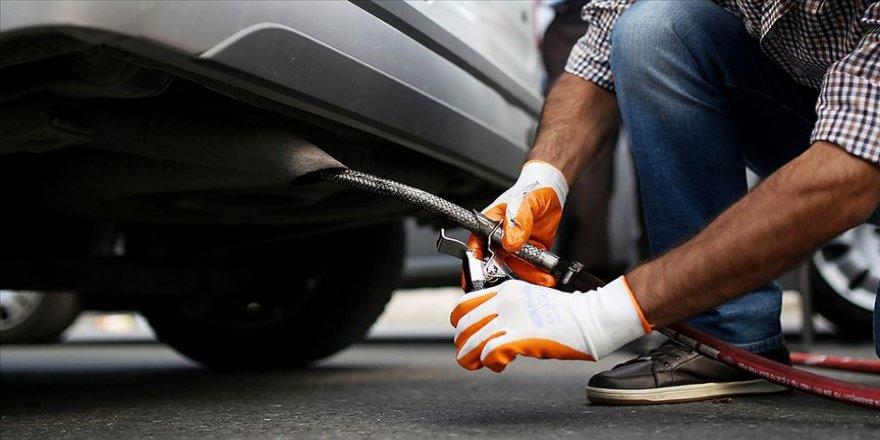 Bakan Kurum: 65 yaş ve üzeri ile kronik rahatsızlığı olan vatandaşların araçlarının egzoz emisyon ölçümleri ertelendi
