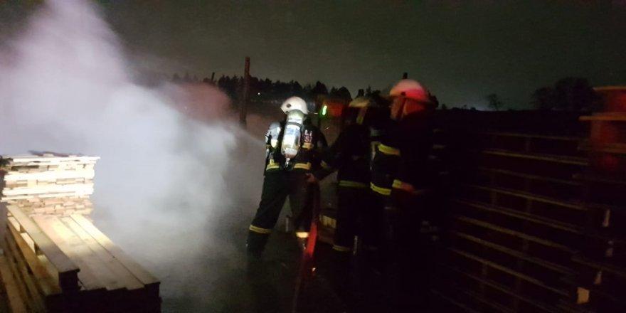 Gebze'de palet atölyesinde yangın çıktı