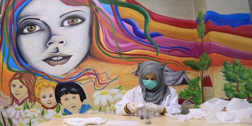 Türk Kızılay Toplum Merkezleri maske üretiyor