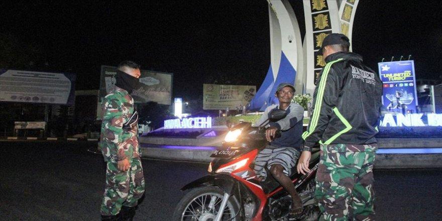 Endonezya'da 'bir günde en fazla Kovid-19 vaka artışı' görüldü