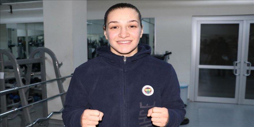 Milli boksör Buse Naz Çakıroğlu, hayalini 2021'e erteledi