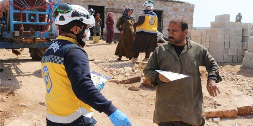 Beyaz Baretliler İdlib'de evsiz kalan sivilleri Kovid-19 hakkında bilinçlendiriyor