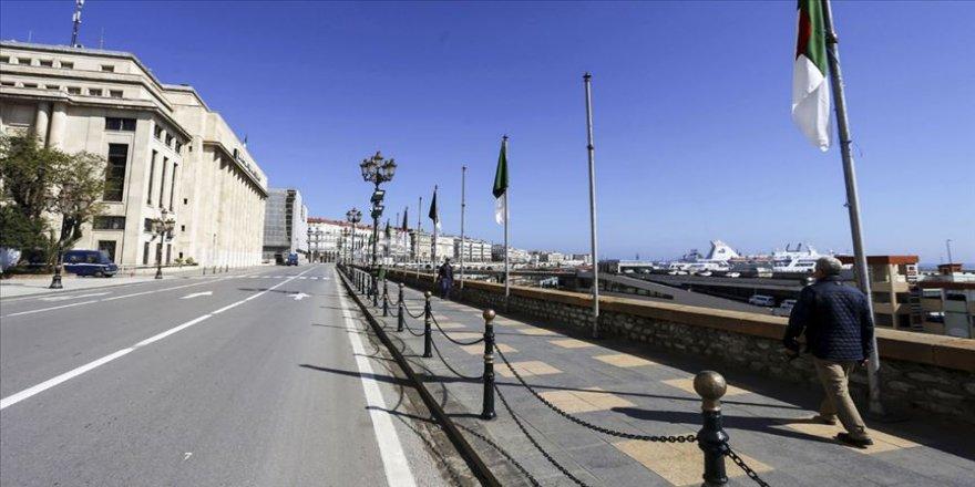 Cezayir'de sokağa çıkma yasağı tüm vilayetlerde uygulanacak