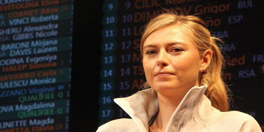Sharapova, telefon numarasını sosyal medyadaki takipçileriyle paylaştı