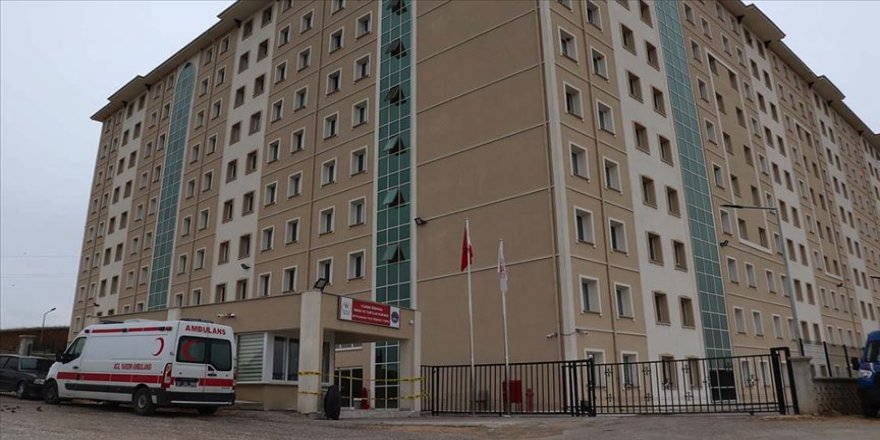 Bakan Kasapoğlu Kastamonu'daki yurtlarda karantinada olan vatandaşlara kitap gönderdi