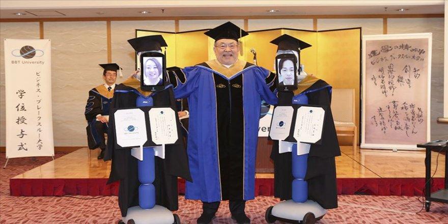 Japon öğrenciler Kovid-19 sebebiyle robotlar aracılığıyla mezun oldu