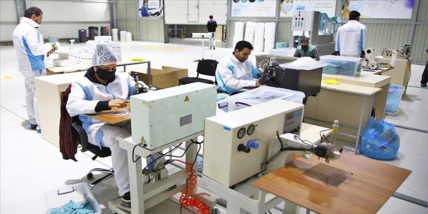 Azerbaycan Türkiye'den getirilen cihazlarla tıbbi maske üretimine başladı