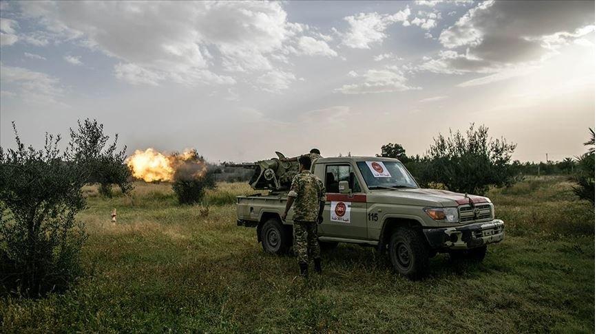 Libya'da UMH, Hafter milislerine ait askeri araç konvoyunu vurdu