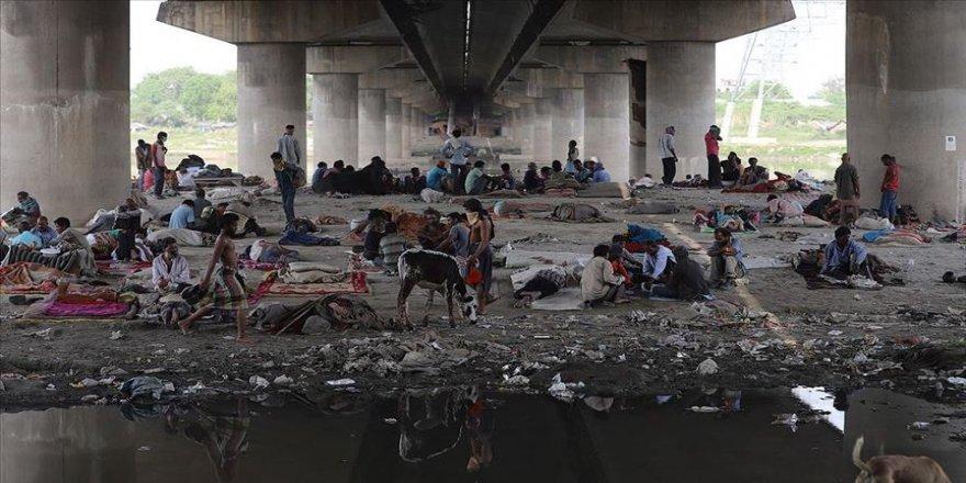 Hindistan'da göçmen işçiler, karantina merkezlerinden kaçıyor