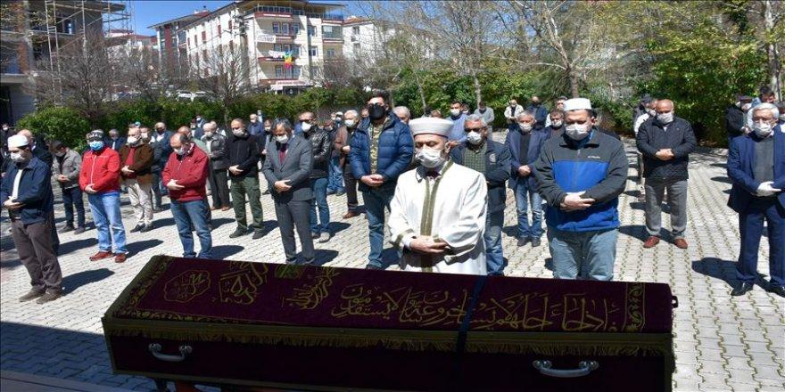 Türk Metal Sendikası Onursal Başkanı Özbek'in cenazesi Kırıkkale'de toprağa verildi