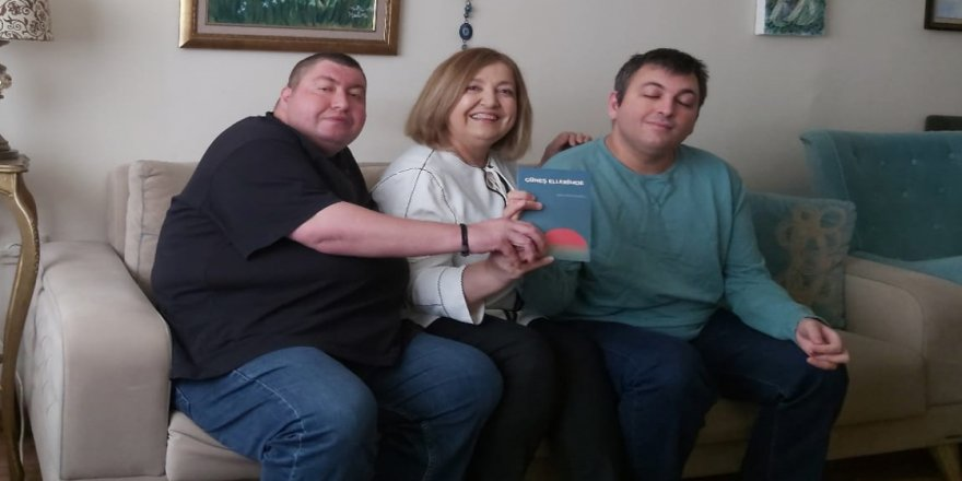 Zihinsel engelli genç, anne sevgisini şiir kitabıyla ölümsüzleştirdi