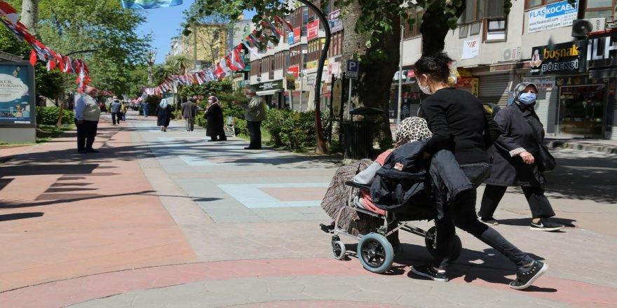 """65 yaş üstü engelli vatandaşlar """"Engelsiz Kocaeli Taksi"""" hizmeti ile nefes aldı"""