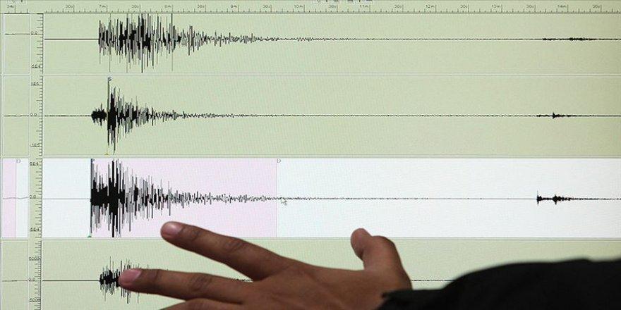 Akdeniz'de 4,4 ve 5,6 büyüklüğünde iki deprem