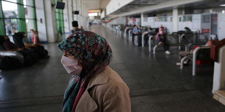 Seyahat izni verilen 65 ve üzeri yaşlardaki vatandaş ile refakatçilerinin sayısı 416 bin 598