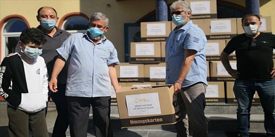 Almanya'da DİTİB ve YTB'den ihtiyaç sahiplerine yardım