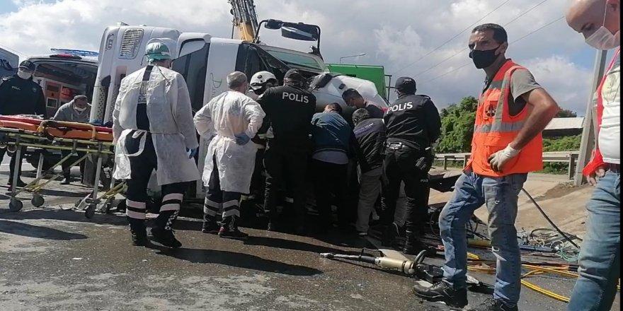 Gebze'de Çöp Kamyonu Devrildi ! Temizlik İşçisi Feci Şekilde Can Verdi